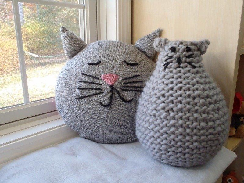 Grande Gatto and Kittie Pillow